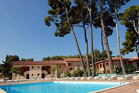 LA LONDE-LES-MAURES - Demi-pension en Village Vacances