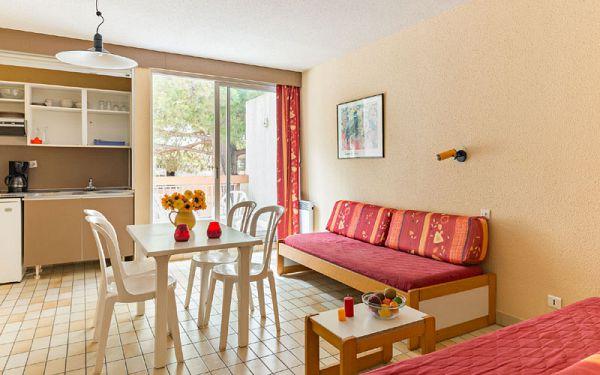 village club en pension compl te au grau du roi port camargue. Black Bedroom Furniture Sets. Home Design Ideas