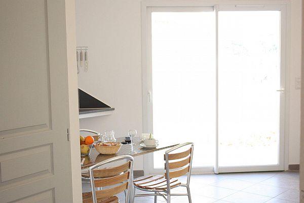court s jour appart 39 h tel village gorges de l 39 h rault c vennes. Black Bedroom Furniture Sets. Home Design Ideas
